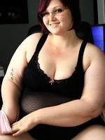 bbw milla monroe posing with glasses